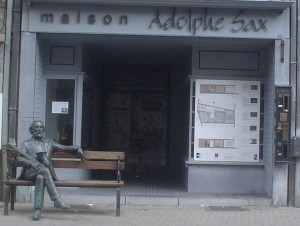 Adolphe Sax sur son banc